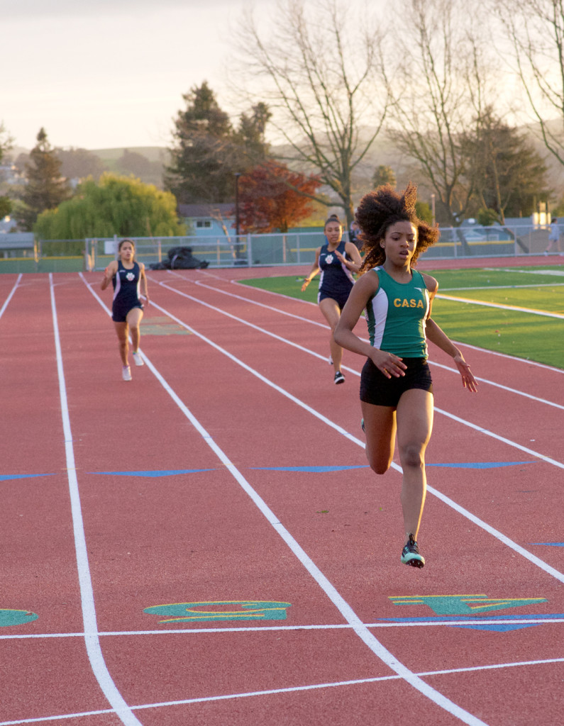 Casa Grande's Destiny Williams won the 200 in a fast 27.1 .