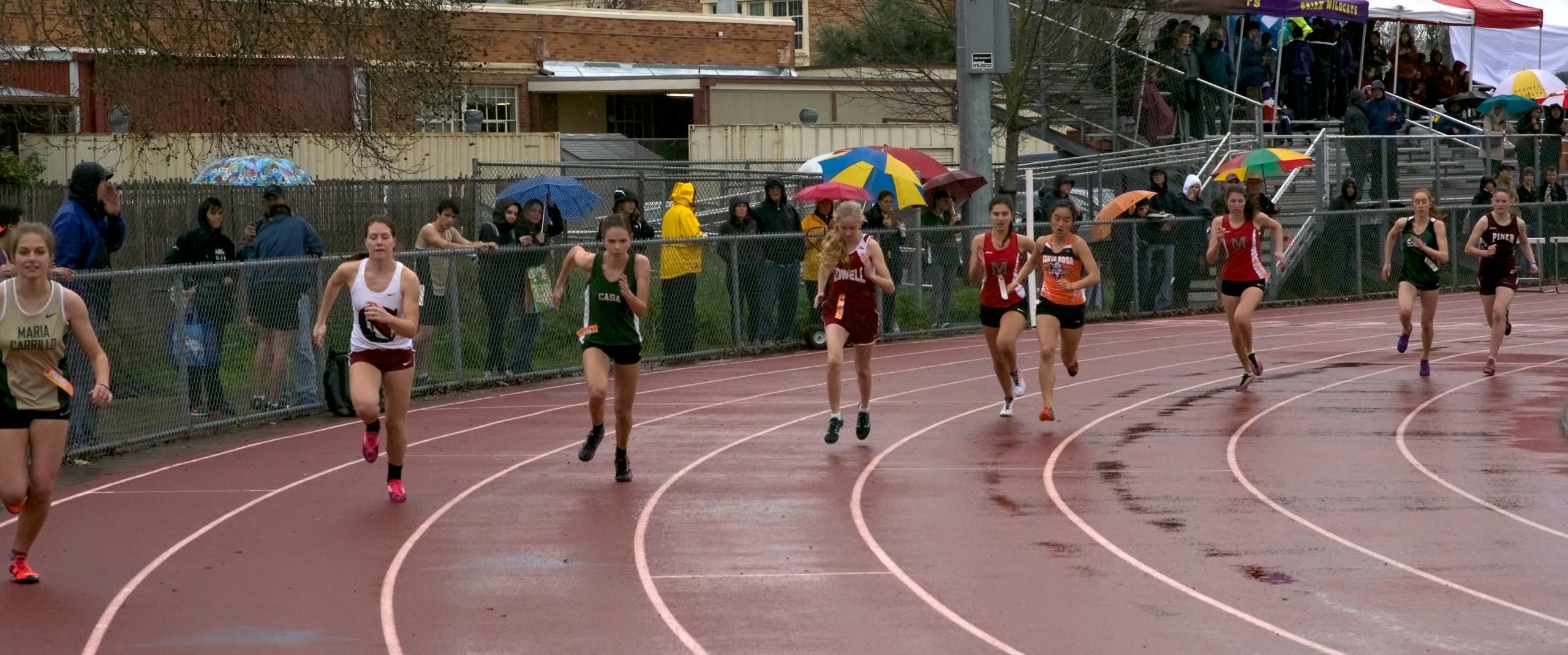Start Final heat Varsity Girls 800m